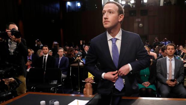 Facebook zvažuje platenú verziu. Kvôli Kremľu